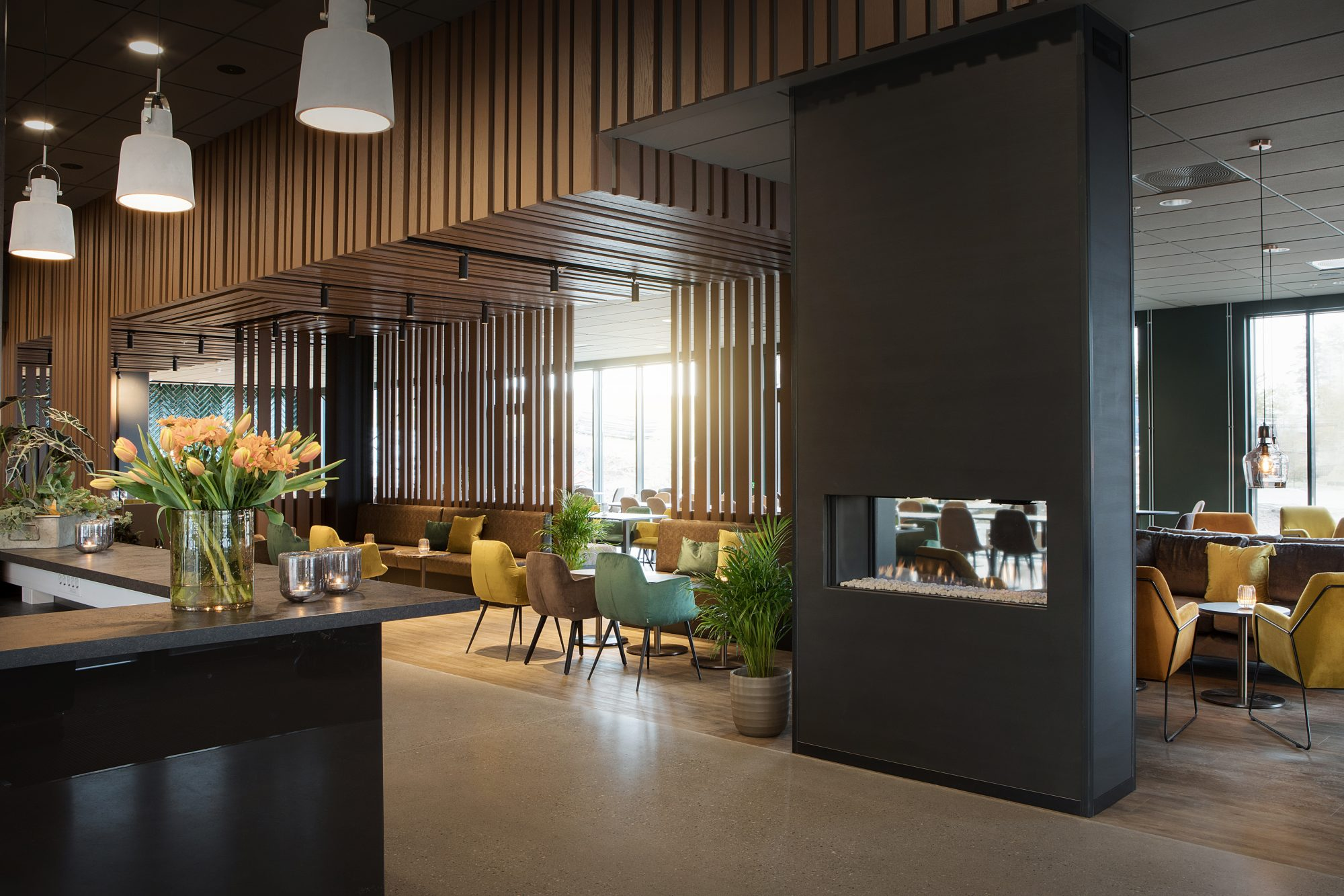 Scandic_Brennemoen_Reception_Lobby_fireplace_1
