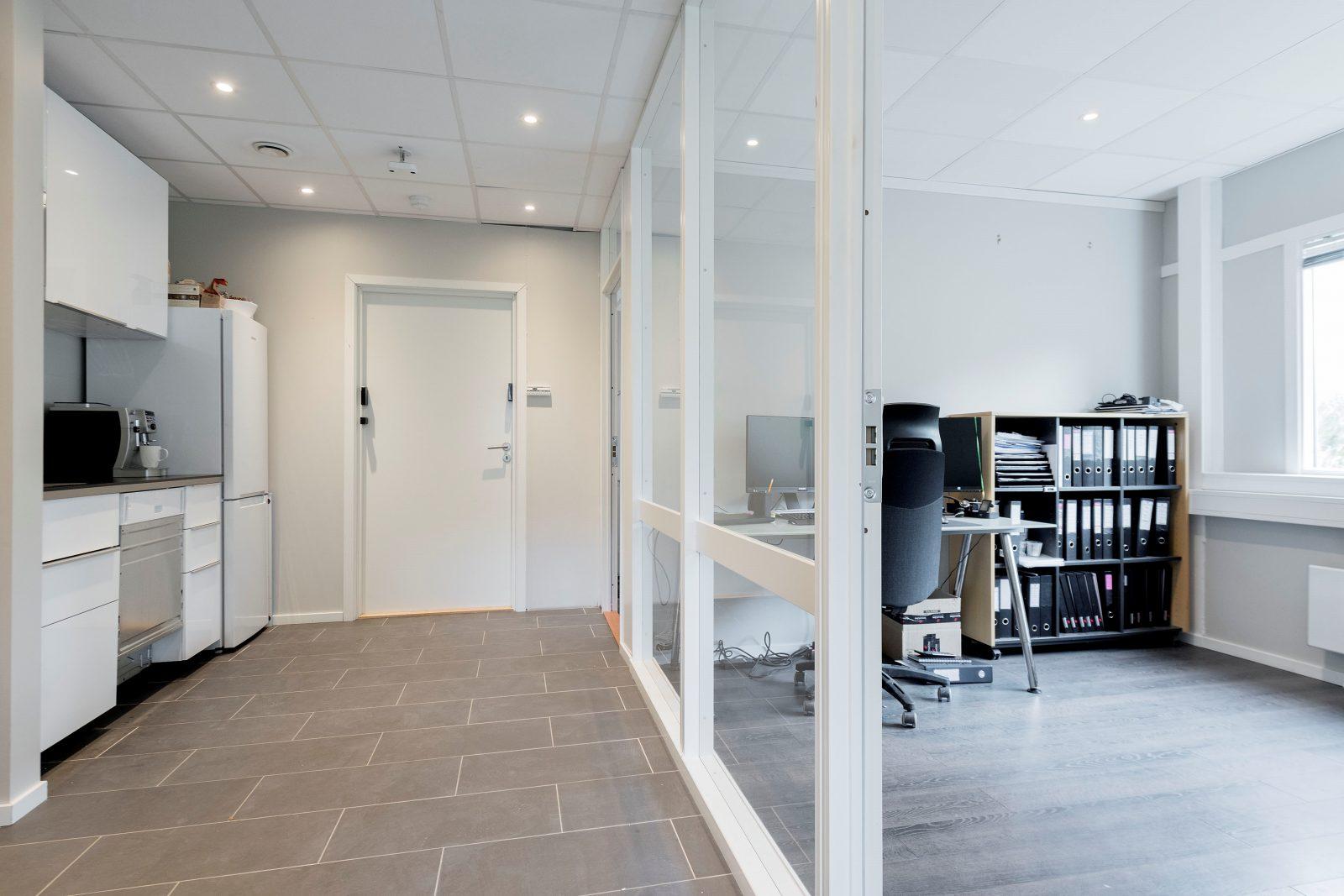 Kjøkken og kontorer i lager/kontordel ca. 142 kvm
