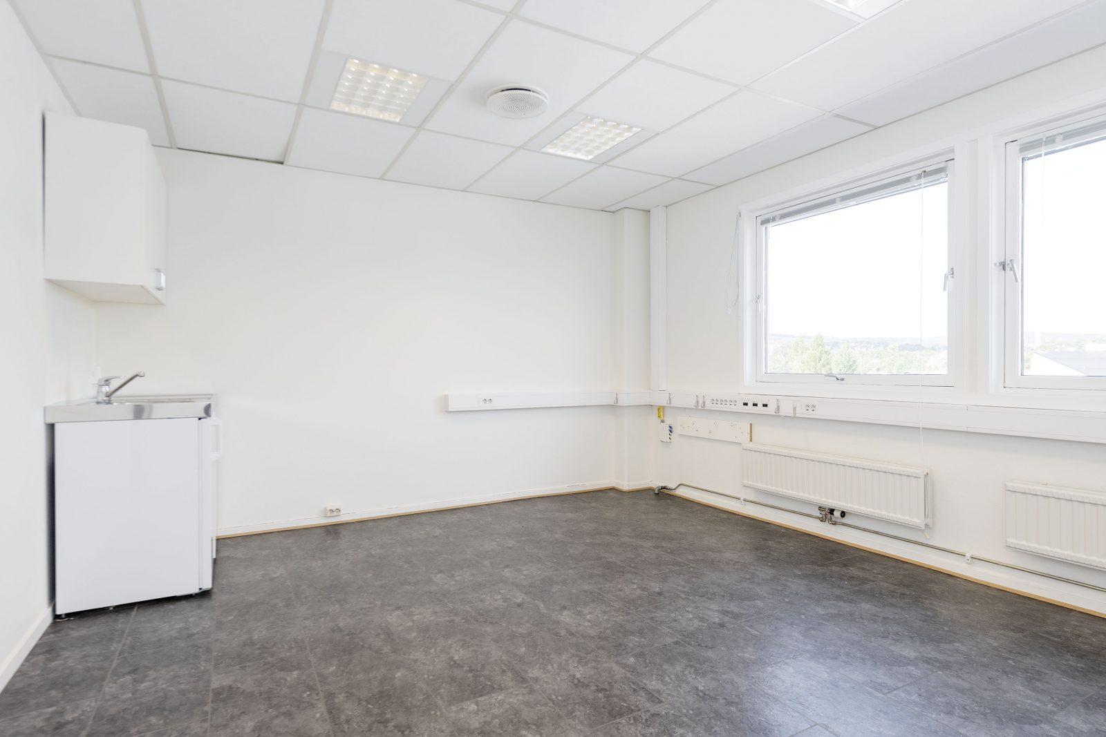 Enkeltstående kontor m/minikjøkken