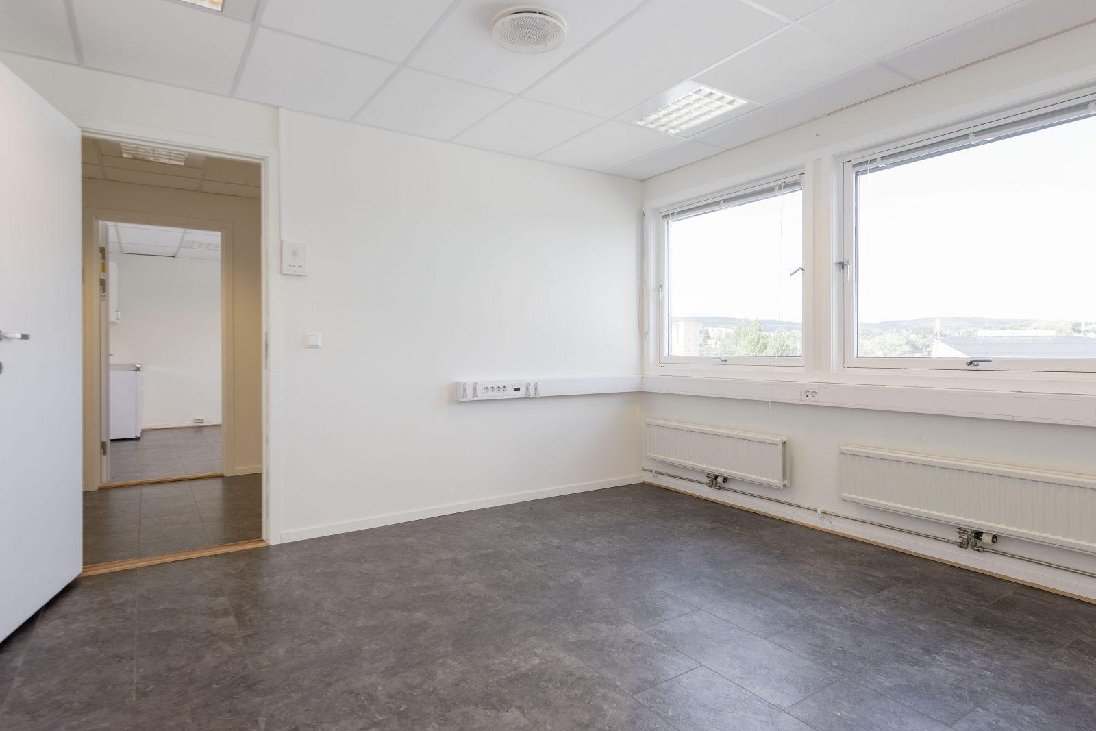 Enkeltstående kontor u/minikjøkken