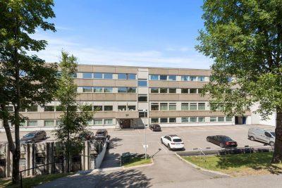 Furuset/Lindeberg - Næringsseksjon (kontor/lager) med 4 meter takhøyde og 12 parkering/garasjeplasser til salgs.