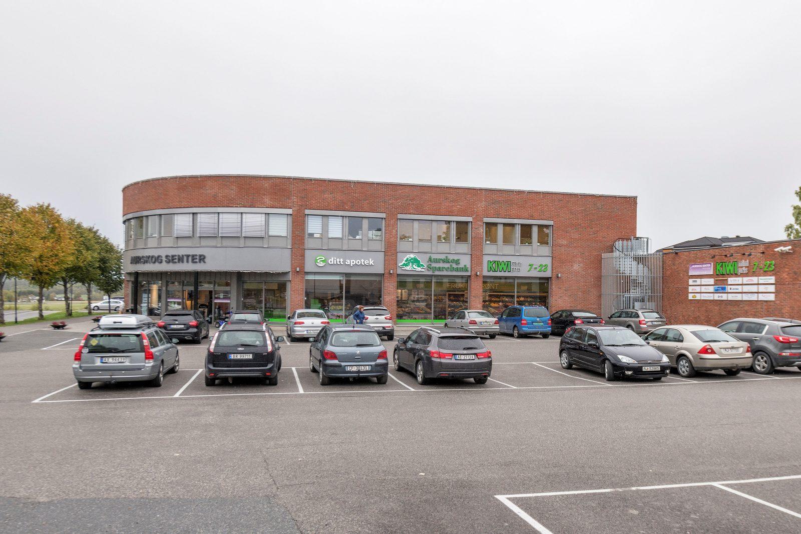 Parkering for kunder / hovedinngang til senteret