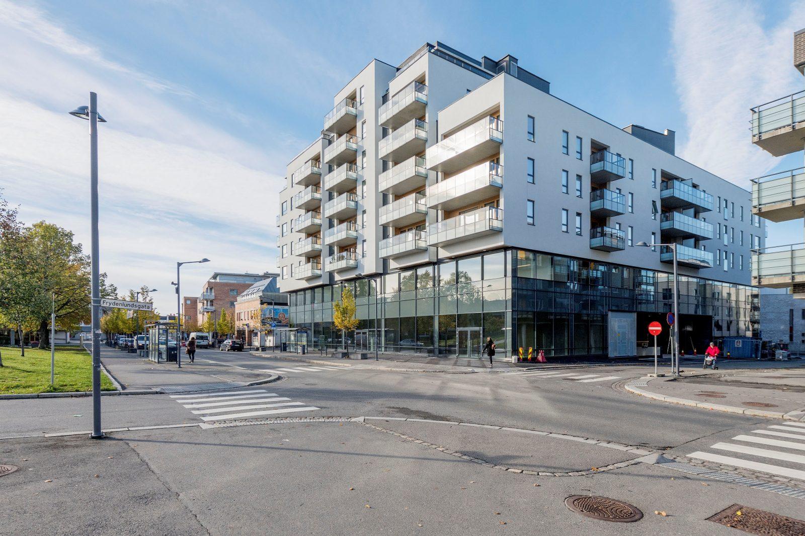 Eiendommen sett fra Strømsveien - kontorene er beliggende i 2. etasje