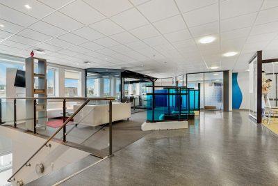 Furuset - Kombinasjonslokale med direkte adkomst fra kontor til lager. Kjøreport og 6 meter takhøyde.  BTA 1156 kvm.
