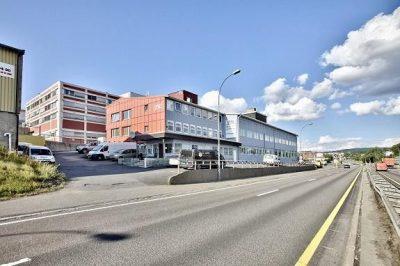 Kalbakken/Alna: Ledig proff.shop/lager/kontor/showroom på 340 kvm bta. Kontor på 178 kvm BTA. God profilering.