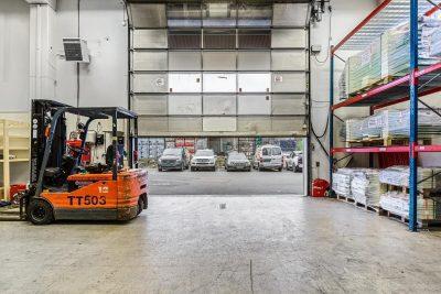 Furuset - Korttidsleie: Lager med kjøreport og 6 meter takhøyde. BTA 335 - 645 kvm.