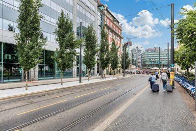 Kontorlokale til leie rett ved Oslo S. Lyse lokaler i 7. etg. med utsikt mot Operahuset. Rikelig med parkering. Takterrasse.