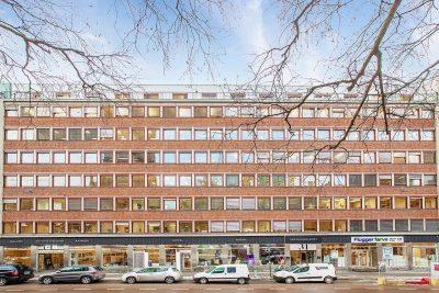Sentrum/Grønland: Representativ eiendom m/ledig kontor- og behandlingslokaler.