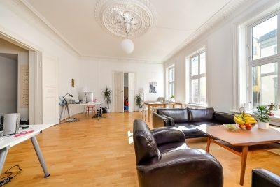Oslo sentrum/St. Olavs gate 3. To kontorseksjoner selges separat, eller samlet. Opprinnelig leiligheter.