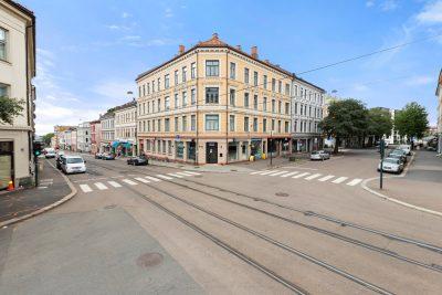 Torshov - Meget attraktivt hjørne med tre lokaler til salgs. Gode leieinntekter.